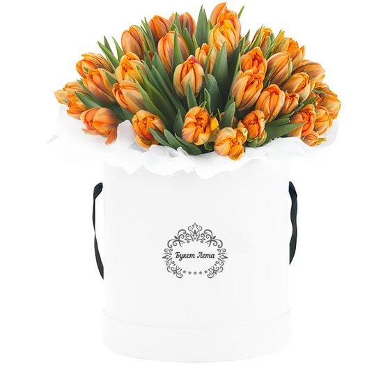 31 оранжевый тюльпан в малой шляпной коробке