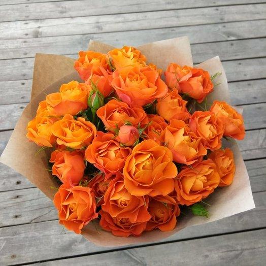 Букет из оранжевых кустовых роз