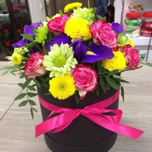 Яркая композиция в шляпной коробке: букеты цветов на заказ Flowwow