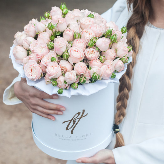 Пионовидные розы «Бомбастик» в белой коробке Royal: букеты цветов на заказ Flowwow