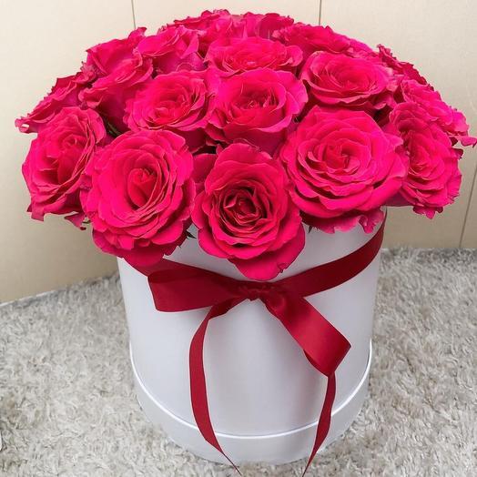 Букет в белой шляпной коробке: букеты цветов на заказ Flowwow