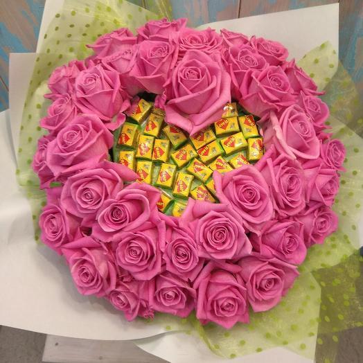 Букет из 35 роз с жвачкой Love is: букеты цветов на заказ Flowwow