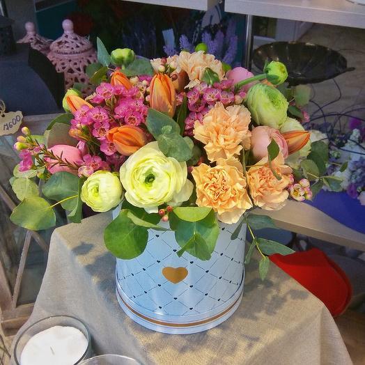 Весенняя коробочка с цветами: букеты цветов на заказ Flowwow
