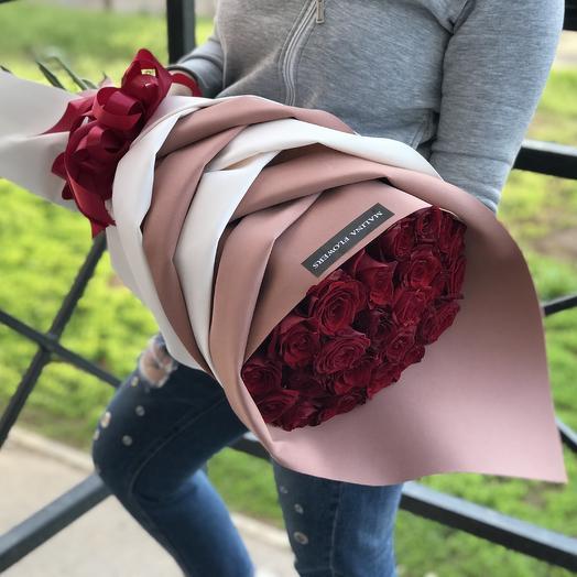Розы в стильной упаковке