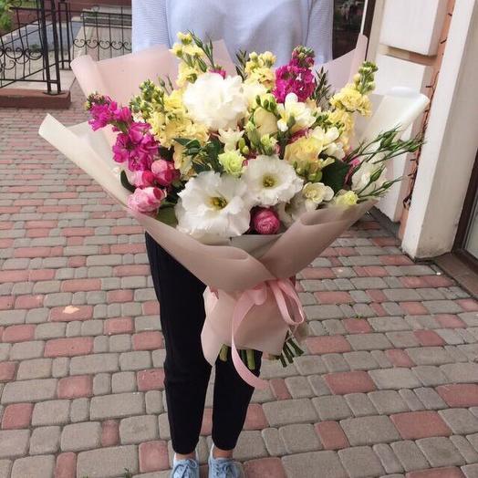 Ароматный букет с маттиолой и фрезией: букеты цветов на заказ Flowwow