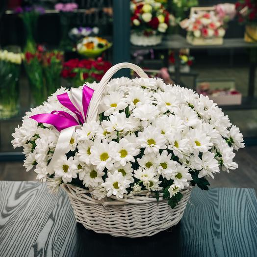 Корзина с хризантемами: букеты цветов на заказ Flowwow