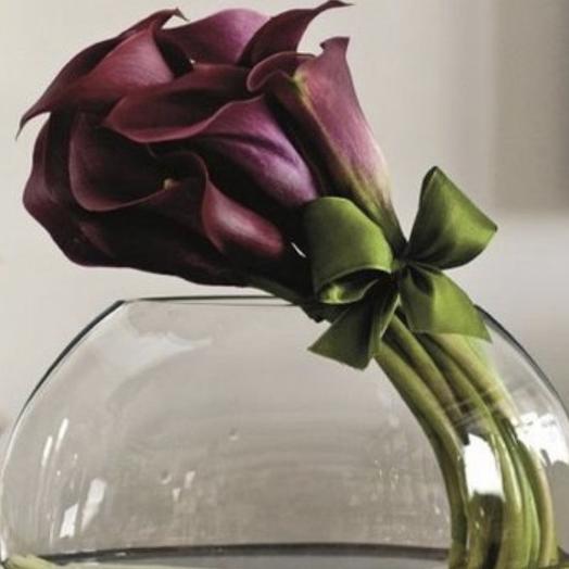 Каллы в вазе: букеты цветов на заказ Flowwow