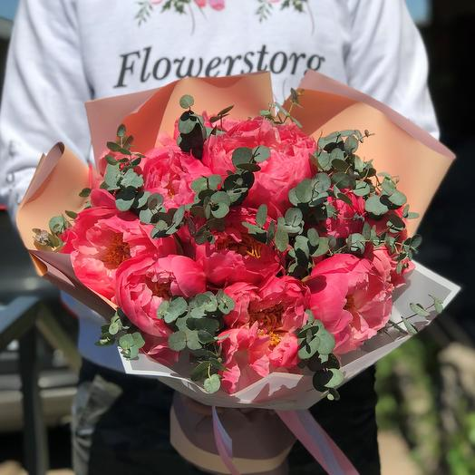 Пионы. Коралловые 11 шт с эвкалиптом. N451: букеты цветов на заказ Flowwow