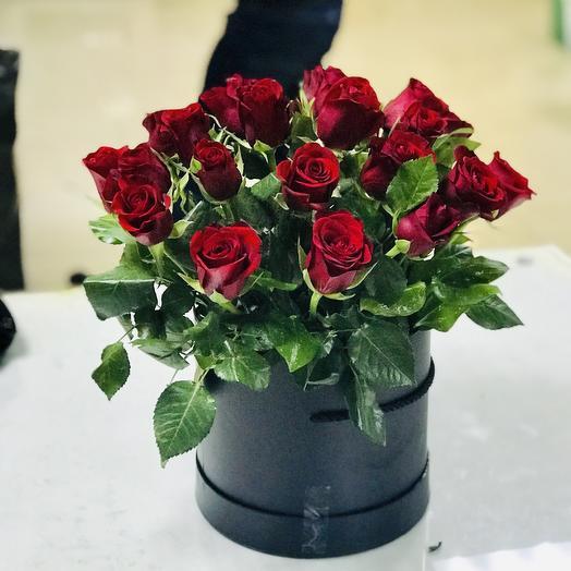 25 роз Кения в шляпной коробке: букеты цветов на заказ Flowwow