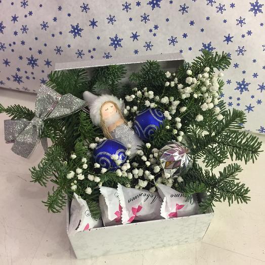 Коробочка подарочная ангелочек: букеты цветов на заказ Flowwow
