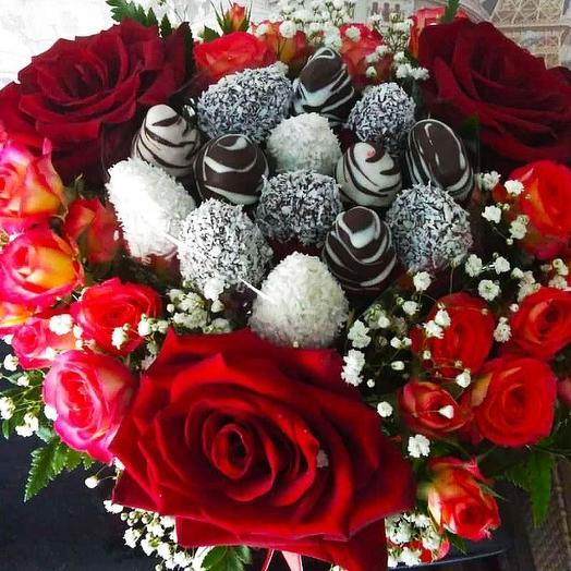 Композиция с клубникой Сердце моё♥️: букеты цветов на заказ Flowwow
