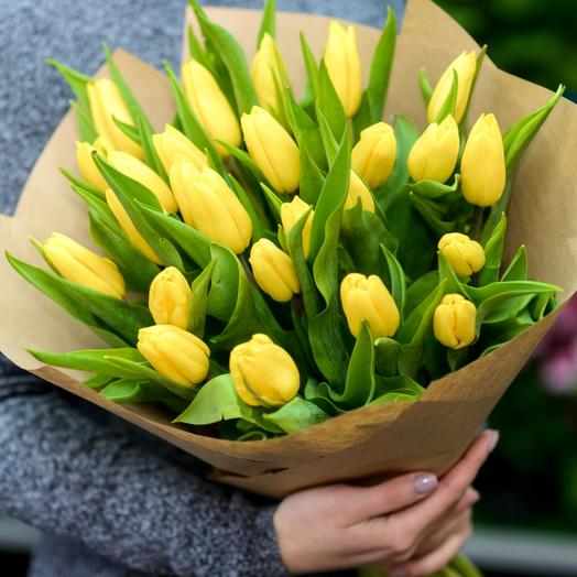 Букет из жёлтых тюльпанов: букеты цветов на заказ Flowwow