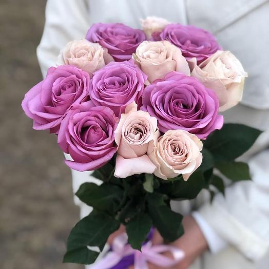 11 кремово-сиреневых роз