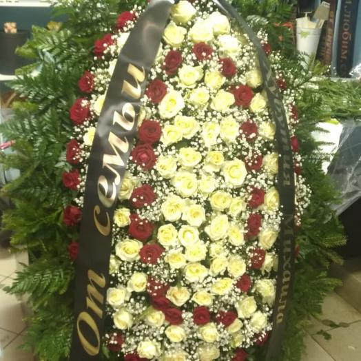 Венок ритуальный живой: букеты цветов на заказ Flowwow