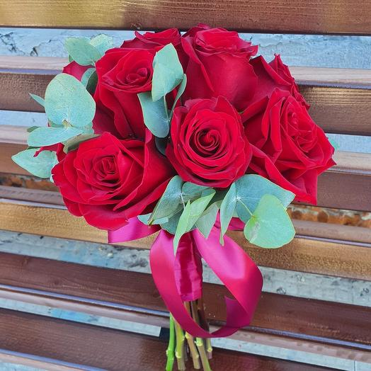 Классический свадебный букет из красных роз