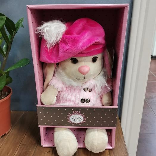 Зайка в розовом пальто и яркой шапке