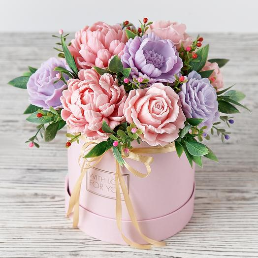 Букет цветов из мыла в шляпной коробке 11 бутонов