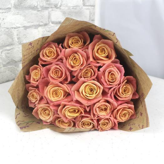 Букет из 19 роз сорта Miss Piggy