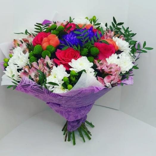 Букет с хризантемой и розами
