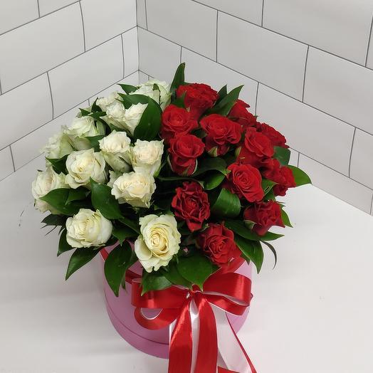 Цветы в коробке красна белый
