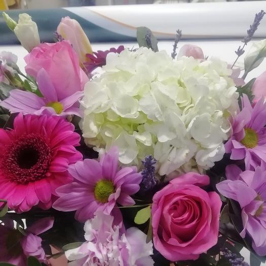 Гортензия с розами и гермини в коробке
