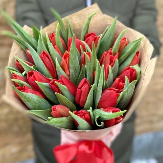 25 красных Тюльпанов в крафте