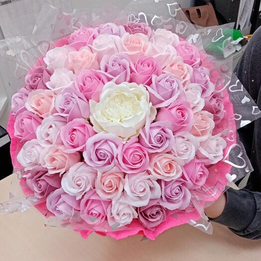 Нежный букет из 47 цветов