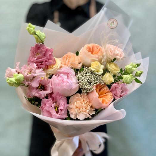 Букет с пионом и розами Джульетта «Нежное очарование»