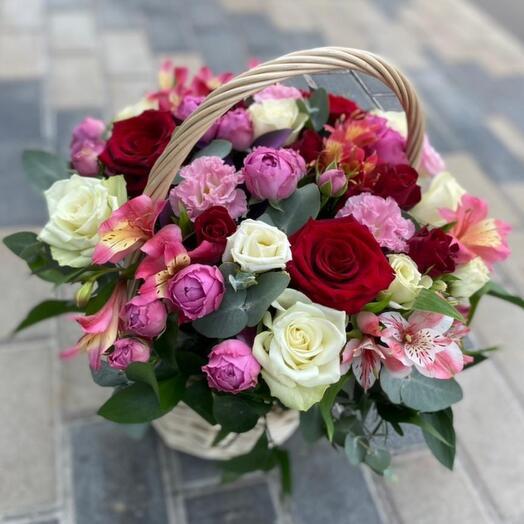 Огромная плетеная Корзина с цветами
