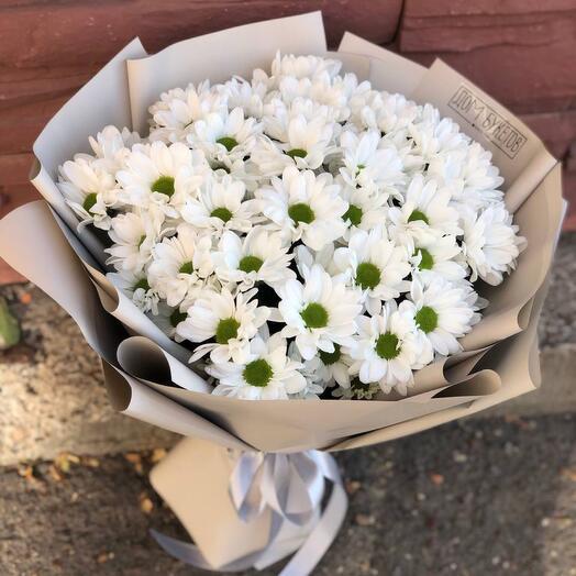 9. Букет из белых хризантем в оформлении