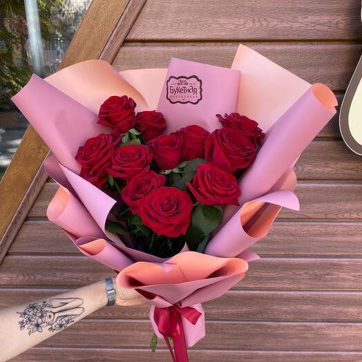 Букет из красных роз «Пудровая классика»