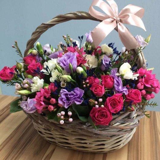 Корзина с эустомой: букеты цветов на заказ Flowwow