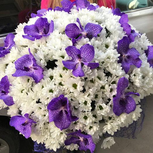 Букет из хризантем и орхидей Сны наяву: букеты цветов на заказ Flowwow
