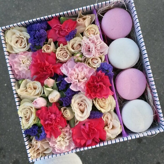 Нежные цветы и свежие макаруны: букеты цветов на заказ Flowwow