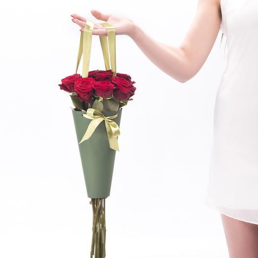 11 бордовых роз в конусе: букеты цветов на заказ Flowwow