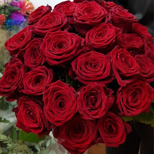 Розы в вазе: букеты цветов на заказ Flowwow