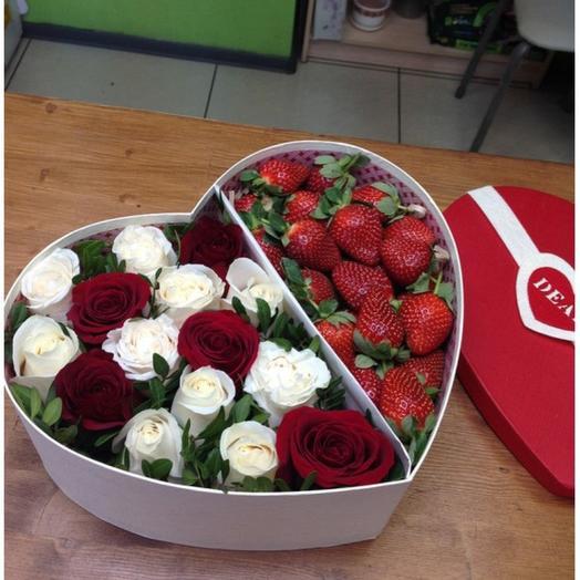 Белое и красное: букеты цветов на заказ Flowwow