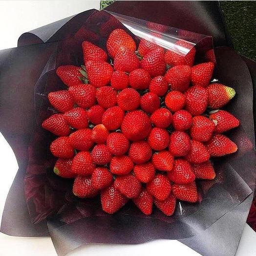 Клубничный букет «Люкс»: букеты цветов на заказ Flowwow
