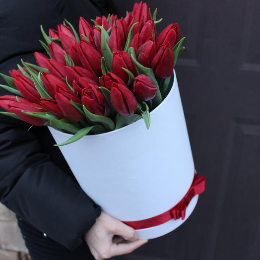 Весенний Поцелуй в Коробке: букеты цветов на заказ Flowwow