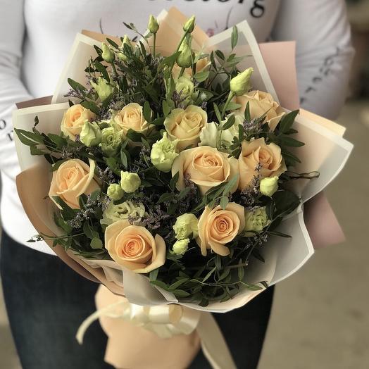 Авторский букет из кремовых роз и эустомы N358