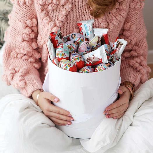 "Шляпная коробка  ""Киндер Сюрприз"": букеты цветов на заказ Flowwow"