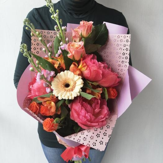 """Авторский букет из пионов, маттиолы, герберы """"Шарм: букеты цветов на заказ Flowwow"""