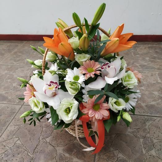 """Корзинка """"Летнее настроение""""🤗: букеты цветов на заказ Flowwow"""