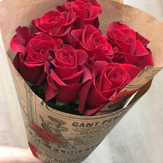 7 роскошных красных роз в крафт-упаковке: букеты цветов на заказ Flowwow