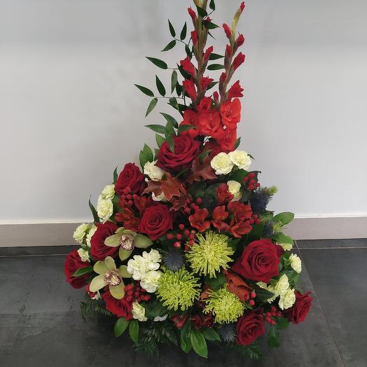 """Корзина из роз и орхидей """"Прямо в сердце"""" ️: букеты цветов на заказ Flowwow"""