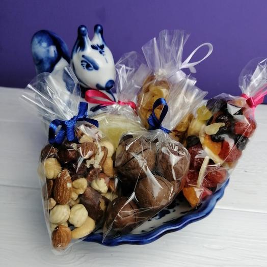 Белка с подарками: букеты цветов на заказ Flowwow