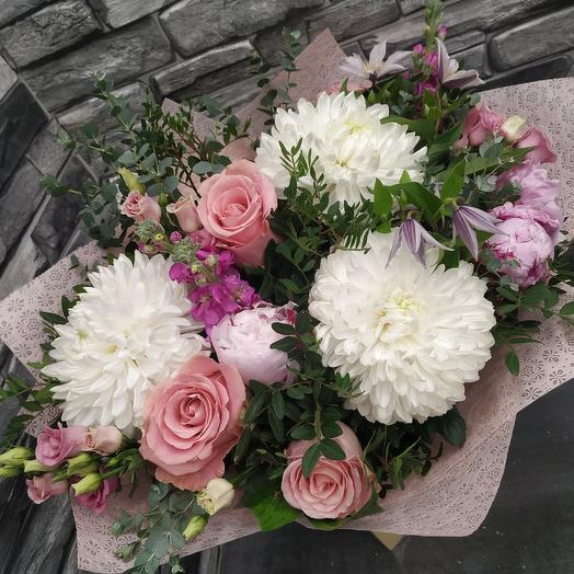 Ароматный букет с матиоллой, пионами,климатисом и эвкалиптом: букеты цветов на заказ Flowwow