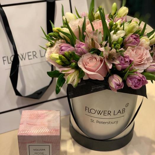 Букет в средней коробке: букеты цветов на заказ Flowwow