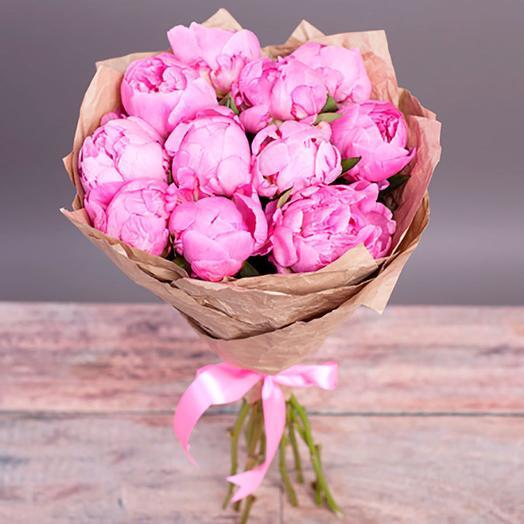 Букет из 11 пионов в крафте: букеты цветов на заказ Flowwow