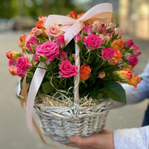 Корзинка с кустовыми розами «S»